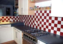 Salle de bains et cuisines aspect carrelage - Carrelage damier rouge et blanc ...